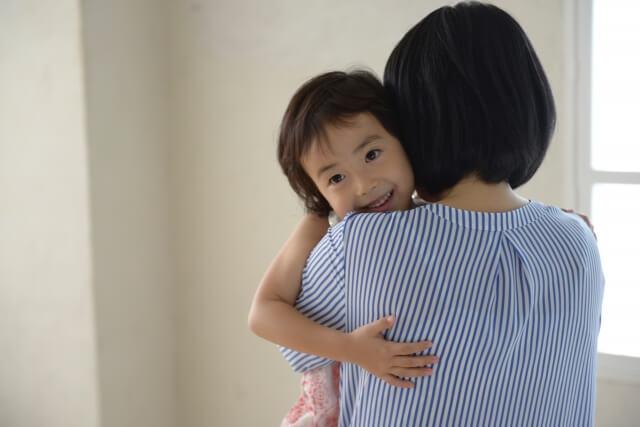 1日7秒のハグで大切な子どもとの絆を深めましょう